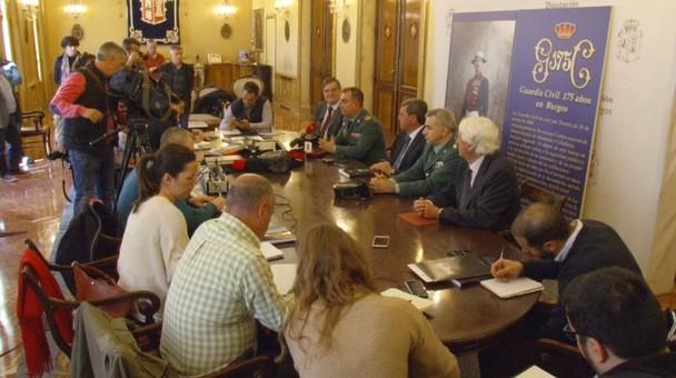 La Guardia Civil presenta en la Diputación su libro conmemorativo de sus 175 años