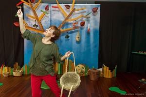 """El MEH acoge la obra de teatro para bebés: """"Nidos"""""""