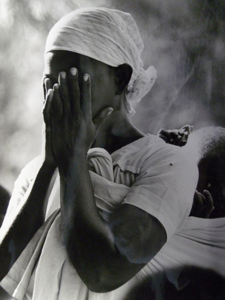 Mozambican refugee at Sunday mass, Lundo installation area, Tanzania, 1968 © UNHCR  J. Mohr