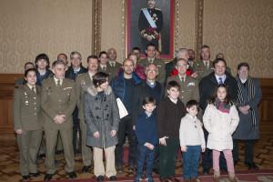 Entrega de los donativos recaudados en el Belén Monumental del Regimiento de Transmisiones 22
