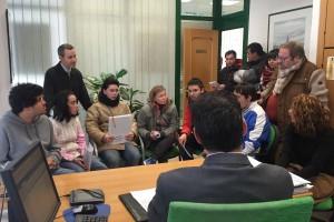 Cajaviva Caja Rural concede crédito a la cooperativa de alumnos 'La huerta al natural' del centro educativo Puentesaúco, gestionado por Aspanias