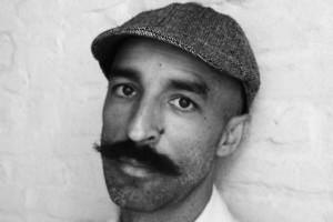 El escritor Jesús Carrasco presenta mañana en el MEH «La Tierra que pisamos»