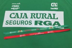La plantilla de Cajaviva Caja Rural se viste de verde para colaborar con los 'Trainers Paralímpicos'