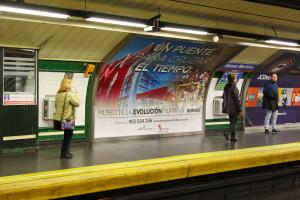 La Junta promociona el MEH en los metros de Madrid, Barcelona y Bilbao con el lema 'Un puente para cruzar el tiempo'