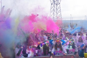 900 runners dan color a Burgos con la Holi Run el mayor evento de colores de España