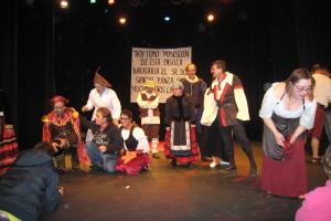 Apacid y la ONG de desarrollo integral InteRed realizan una escena de la obra Sancho Panza en la ínsula Barataria