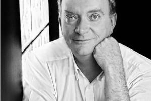 Gonzalo Giner presenta mañana en el MEH 'Las ventanas del cielo', una novela que habla del arte de iluminar las catedrales góticas