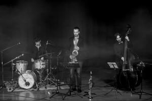 El grupo de jazz 'Los tres elementos' presenta mañana su último trabajo en el Museo de la Evolución Humana