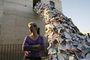 La artista Alicia Martín creará una gran escultura compuesta por mil libros en Librarte 2017