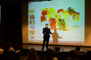Los alumnos participantes en Planea Emprendedores presentan sus proyectos a los burgaleses