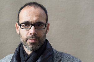 El escritor Gabi Martínez presenta mañana en el Museo de la Evolución Humana su última novela 'Las defensas'