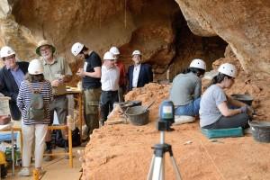 Juan Manuel Bonet, Director del Instituto Cervantes visita los yacimientos de la sierra de Atapuerca