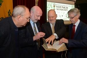 """René Zandberg y Stephen Bax elogian """"la excelencia"""" del Manuscrito Voynich """"que ayudará a acabar con el misterio"""""""