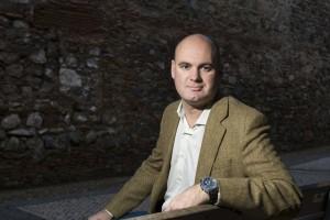 El escritor y periodista Enrique Bocanegra presenta mañana en el MEH su novela 'Un espía en la trinchera'