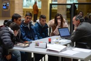 Las cooperativas escolares de Planea Emprendedores solicitan préstamos en la Casa del Cordón