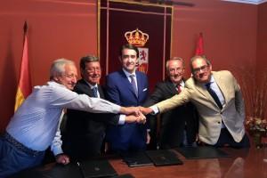 La Junta y la Diputación de Burgos firman un convenio para la eliminación de 122 escombreras en la provincia