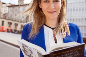 La escritora Eva García presenta en el MEH la obra Los Señores del Tiempo