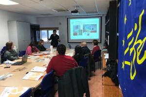 Estudiantes del Colegio Público Miguel Delibes participan en el taller Construye tu casita sostenible