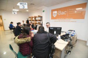 EL Alcalde visita la nueva oficina de atención al constribuyente (BAC) de Gamonal y Capiscol