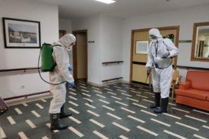 Los Bomberos realizan labores de desinfección en las residencias de mayores