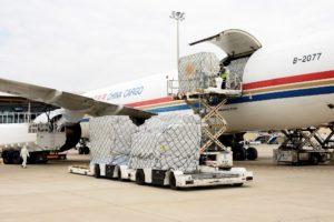 La Junta de Castilla y León recibe 6 toneladas de mascarillas en un vuelo procedente de China contratado por la Administración autonómica