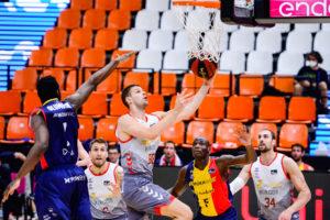 El alma del San Pablo Burgos le aproxima a las semifinales de la Liga Endesa 88-86