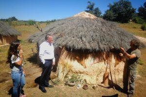 La piloto y embajadora de la marca turística Burgos, Origen y Destino Cristina Gutiérrez y el Presidente de SODEBUR, abrirán las puertas de Neolítico Vivo