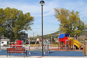 El Ayuntamiento cierra al uso público los parques infantiles y las pistas deportivas