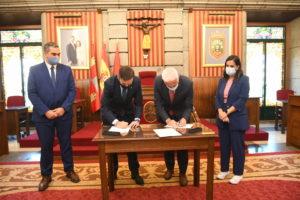 Los alcaldes de Burgos y Logroño, Daniel de la Rosa y Pablo Hermoso de Mendoza, firman un Convenio Marco de Colaboración sobre Promoción Turística entre ambas ciudades