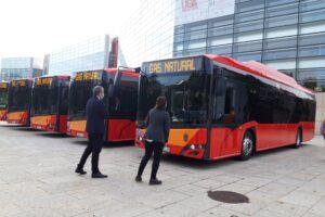 El Ayuntamiento incorpora cinco nuevos autobuses de gas natural y sigue apostando por la reducción de emisiones contaminantes