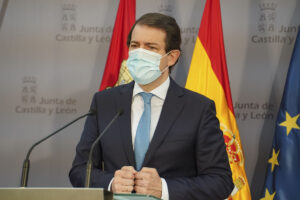 Fernández Mañueco reclama al presidente del Gobierno de España un plan de ayuda directa a la hostelería y la ampliación de los ERTE