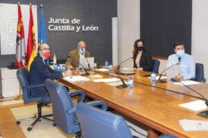 La Junta se reúne con representantes de centros comerciales, hostelería y gimnasios de Castilla y León para analizar su situación tras los cierres provocados por la incidencia de la COVID-19