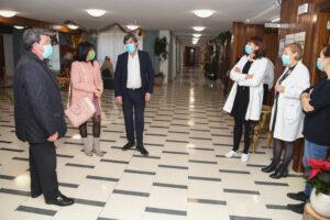 César Rico e Inmaculada Sierra visitan las Residencias de Mayores para felicitar las navidades