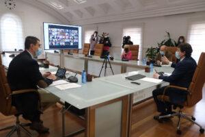 Castilla y León adelanta el toque de queda a las 20 horas, perimetra todas las provincias y limita las reuniones en espacios públicos y privados a cuatro personas