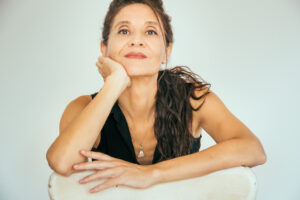 La escritora salmantina Pilar Fraile ganadora del XIX Premio de la crítica de Castilla y León con su novela Días de Euforia