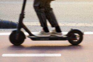 Andando Burgos indica que los patinetes eléctricos de alquiler son un error municipal en materia de movilidad