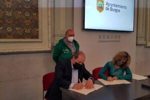 La concejala de Sanidad, Blanca Carpintero, ha firmado hoy dos convenios de colaboración con las asociaciones ALCER Burgos y ELACyL