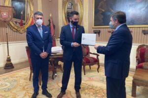 SEGITTUR entrega el distintivo de  Destino Turístico Inteligente  adherido al Ayuntamiento de Burgos