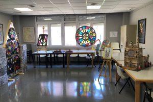 Los centros de día de la Junta en Burgos compiten en un concurso de manualidades sobre la Catedral