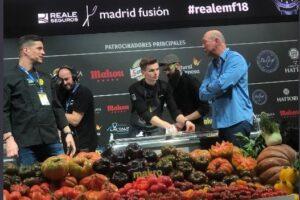 """Miguel Cobo presentó en el evento internacional Madrid Fusión, una ponencia práctica titulada """"Evolución. Técnicas ancestrales aplicadas a la alta gastronomía""""."""