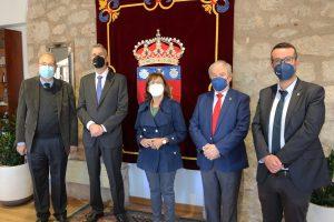 La Institución Fernán González entrega a la UBU la medalla conmemorativa por su 75º aniversario