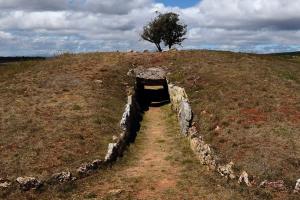 """La exposición """"Tumbas de Gigantes"""" da a conocer el importante patrimonio cultural megalítico de la provincia de Burgos"""