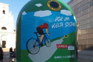Ecovidrio instala en Burgos el contenedor más grande del mundo en el recorrido de la primera etapa de 'La Vuelta 21' para promover el reciclaje de vidrio