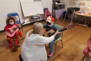 Ukelele, laúd, bandurria y guitarra para atraer visitantes a Covarrubias