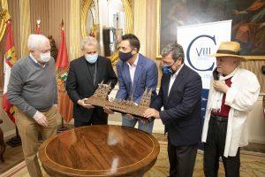 La Fundación VIII Centenario de la Catedral. Burgos 2021 entregará esculturas conmemorativas a las instituciones que colaboraron en la organización de La Vuelta
