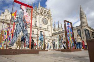 41 artistas muestran delante de la Catedral de Burgos los peregrinos que señalizarán la Ruta Jacobea